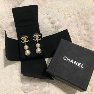 Chanel Earrings. Vintage and so beautiful!💕